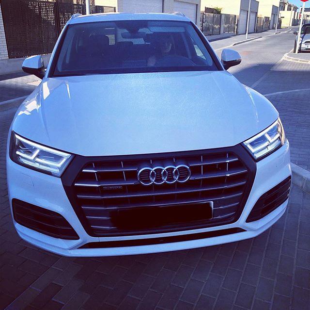 Parrilla en vinilo Carbono de 3M Films para este Audis Q5 01