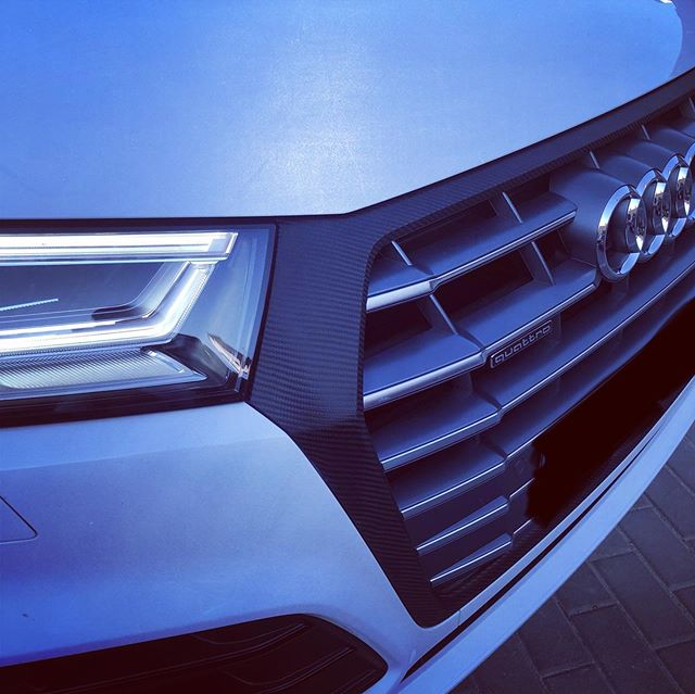 Parrilla en vinilo Carbono de 3M Films para este Audis Q5 02